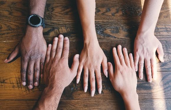 Casais de diferentes etnias e diferentes nacionalidades: ainda há preconceito?